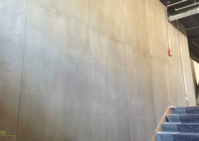 Descente d'escalier d'immeuble réalisée avec de la feuille de béton