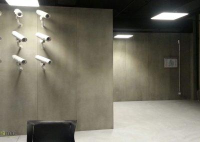 Musée de l'espionnage de Berlin avec un décor design en feuille de béton