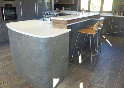 Feuille de pierre Ilot central de cuisine habillé de feuille de pierre naturelle