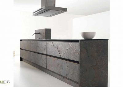 Habillage de meuble de cuisine en feuille de pierre