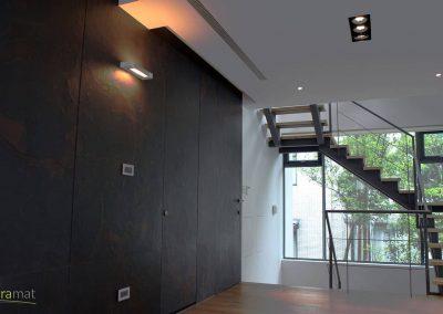 Feuille de pierre Designflex application de décoration murale avec incrustation des portes dans le décor