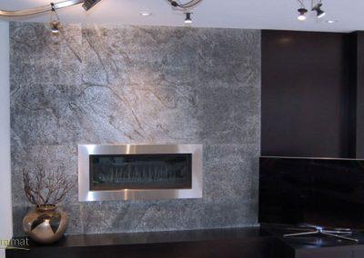 Feuille de pierre Designflex application murale autour d'un insert de cheminée