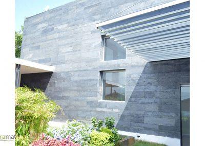 Application en façade de feuille de pierre avec effet de format multiple