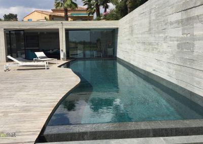 Bassin de piscine en feuille de pierre vue droite