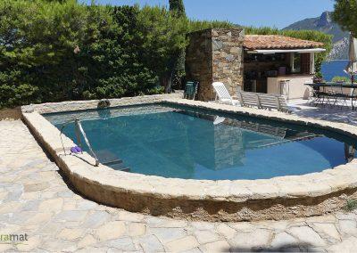 Réalisation bassin de piscine en feuille de pierre vue droite