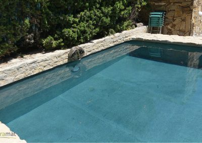Réalisation bassin de piscine en feuille de pierre vue fond