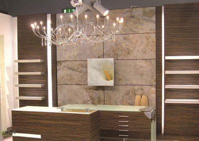 Réalisation d'une salle de bain habillée de feuille de pierre