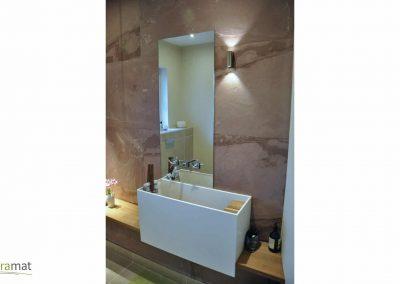 Cas d'application en salle de bain de la feuille de pierre naturelle