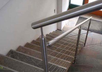 Feuille de pierre Designflex cas d'application dans un escalier et un sol d'entrée